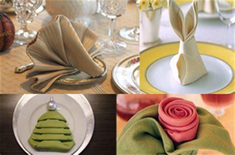 tovaglioli di carta piegati fiore ricette last minute come apparecchiare la tavola
