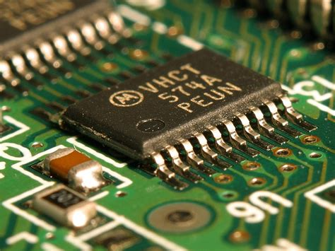 integrated circuits wiki file integrated circuit on microchip jpg wikimedia commons