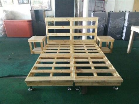 queen pallet bed queen beds beds and pallets on pinterest