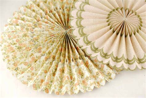Paper Rosettes - wooden rosettes for crafts