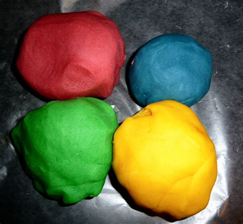 Handmade Playdough - how to make playdough everyday best
