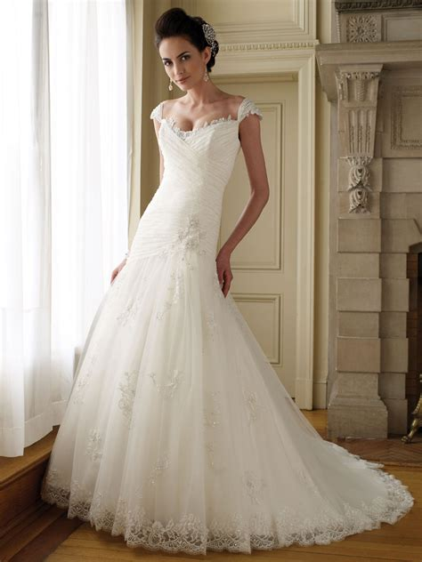 lace wedding dresses with cap sleeves   Sang Maestro