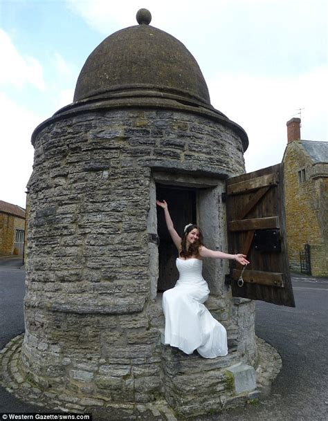 smallest castle castle cary prison cell becomes britain s smallest wedding