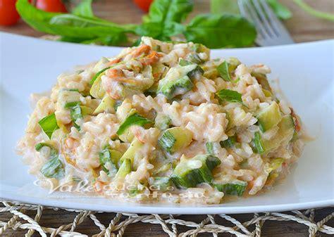 risotto con zucchine e fiori di zucca risotto cremoso con zucchine e fiori di zucca