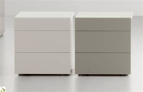 letto e comodini comodino 3 cassetti in legno pakman arredo design