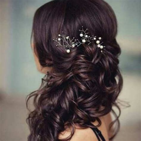 Bridesmaid Hairstyles For Medium Curly Hair by Curly Hairstyles For Bridesmaids Bridesmaid Hairstyle