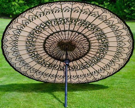 sonnenschirm asiatisch einzigartige gartenschirme aus holz