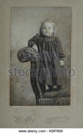 family photo portrait of the early 20th century fashion in