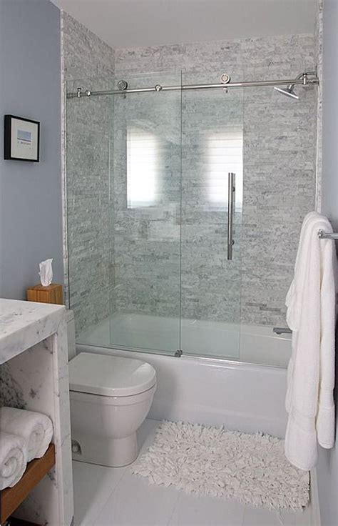 Bathtub With Shower Doors by Best 25 Tub Glass Door Ideas On Glass Bathtub