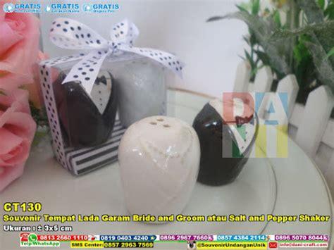 Souvenir Mr Dan Mrs Wedding Tempat Bumbu Wedding Gift Hpa056 tempat lada dan garam mr n mrs salt pepper souvenir pernikahan