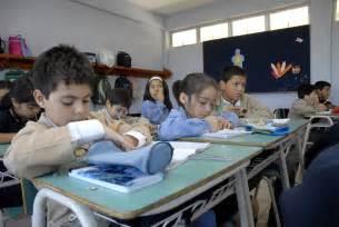 file ni 241 os estudiantes chilenos jpg wikimedia commons