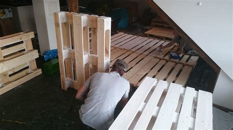 sofa streichen sofa wohnzimmer aus paletten diy manuel kuehner