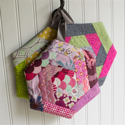 Easy Patchwork Projects - 21 crafty patchwork projects to all free