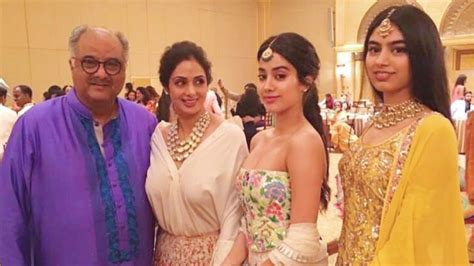 seri film young mother actress sridevi with husband and daughters jhanvi khushi