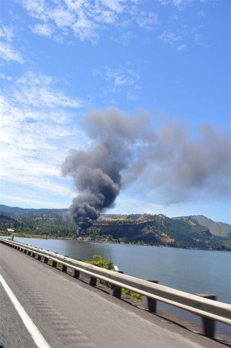 oil train derails  mosier columbia river gorge