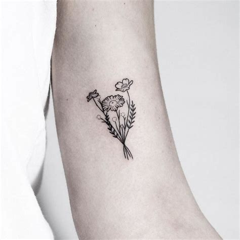 minimalist wildflower tattoo tatouage bras et tatouage avant bras id 233 es originales