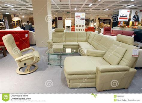 cuisine divan et fauteuil en cuir dans le magasin de
