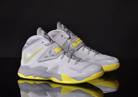 Nike Zome Soldier nike zoom soldier vii wolf grey traffic school