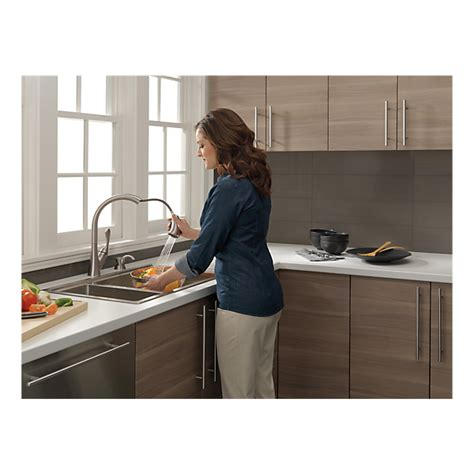 delta ashton kitchen faucet 19922 sssd dst single handle pull kitchen faucet