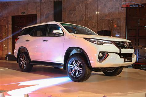 Toyota Fortuner Price In India New Toyota Fortuner India Price Specs Pics Mileage