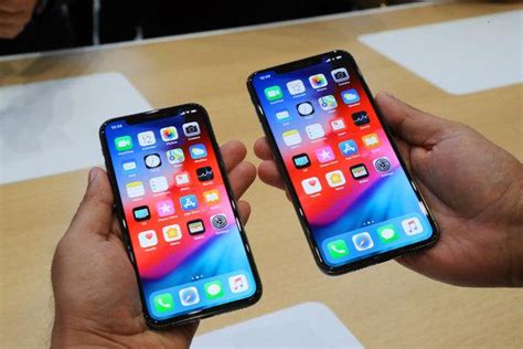 the iphone xs and xs max review big screens that are a delight to use the new york times
