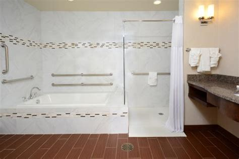 roll in bathtub hilton garden inn greensboro airport greensboro nc foto s reviews en