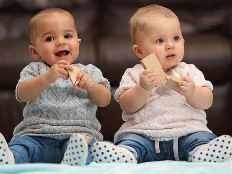 gemelas de diferente color2015 son gemelas pero con diferente color de piel