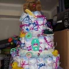 baby shower diaper cake     diaper