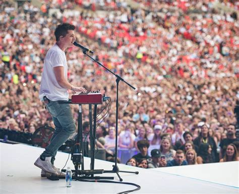 charlie puth jingle ball 2017 hear that that s the sound of hearts breaking as charlie