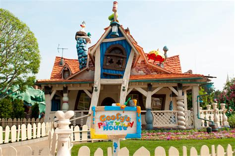 Disney Home by Look Goofy S Paint N Play House Opens At Tokyo