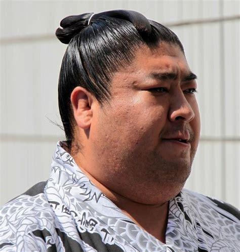 coupe de cheveux samourai coiffure japonaise traditionnelle homme