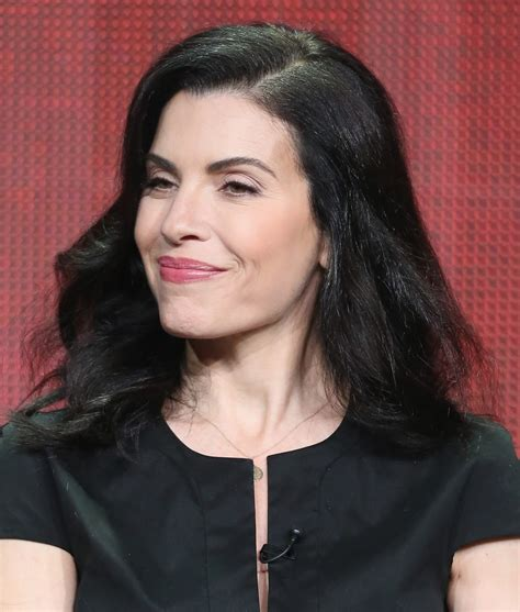 julianne marguilles chop hair julianna margulies long wavy cut hair lookbook stylebistro
