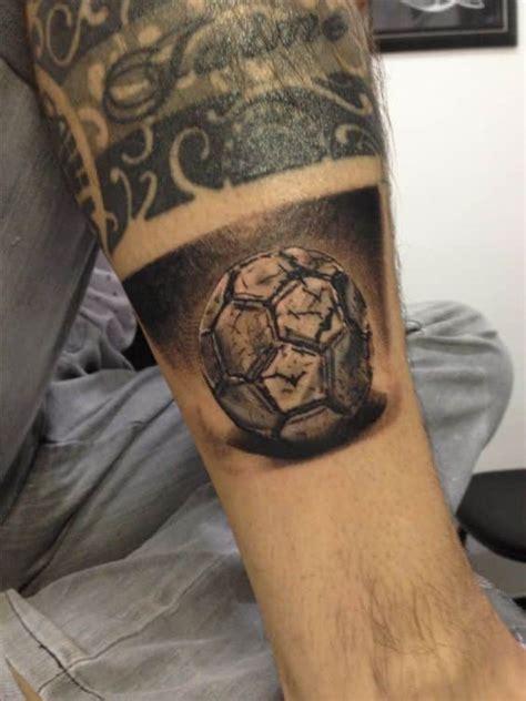 imagenes tatuajes de futbol 40 tatuajes de futbol frases y dise 241 os para hombres y mujeres