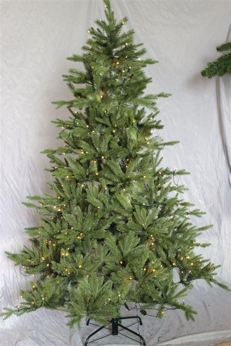 weihnachtsbaum beleuchtet weihnachtsbaum beleuchtet 180 cm 240 led pe spritzguss