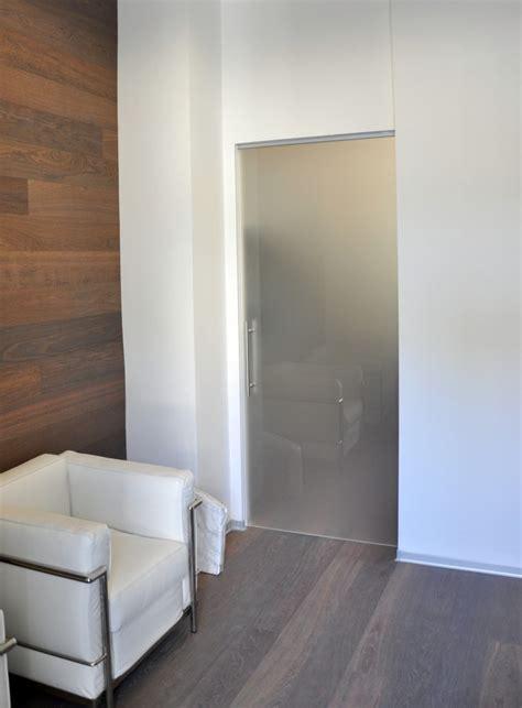 porta scorrevole interno muro foto porta vetro scorrevole interno muro di mazzoli porte