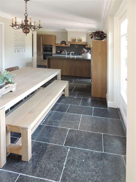 tegels keukenvloer antraciet natuursteen vloer in keuken natuursteen