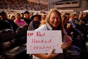 willie nelson fan page photo gallery willie nelson wows em at the puyallup fair