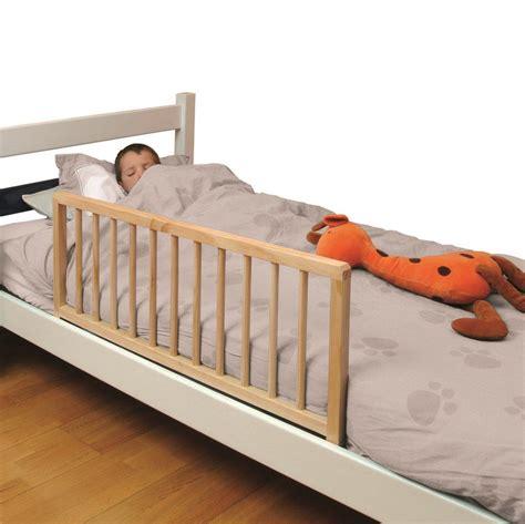 barriere lit bois sptd l s 233 curiser votre enfant avec une barri 232 re de lit en