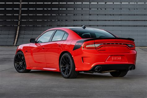 the dodge charger dodge adds bit of hellcat to 2017 dodge charger challenger