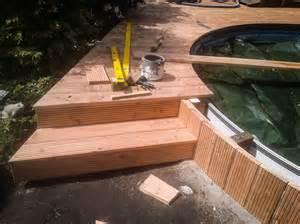 bücherregal selbstbau poolumrandung holz rund selber bauen bvrao