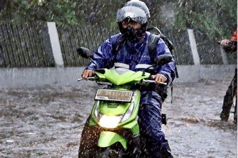 waspadalah bikers bmkg prediksi hujan  guyur