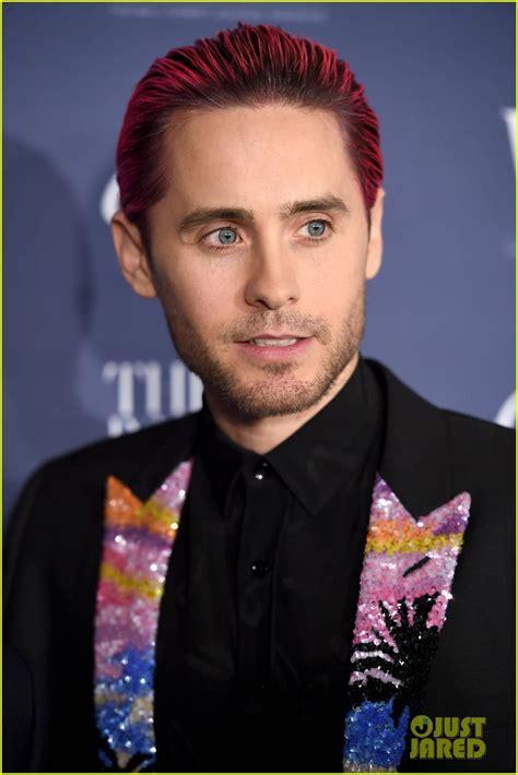 jared letti jared leto slicks back pink hair for wsj s innovator