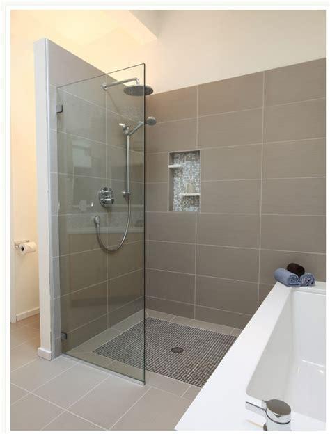 Half Shower Door by This Half Cover Shower Door Home Design
