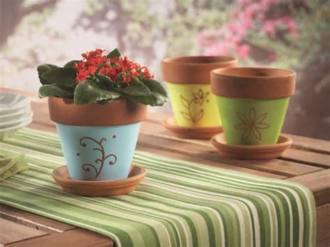vasi terracotta colorati 17 migliori idee su vasi per fiori su