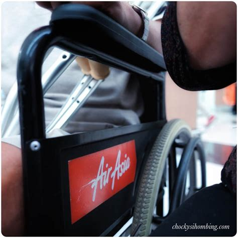 Kursi Roda Airasia layanan kursi roda pesawat terbang chocky sihombing