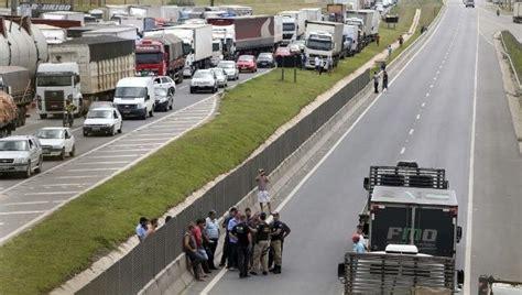 Topi Trucker Sao 018 truck strike enters 7th day crimps brazil s fuel food supplies truckersreport trucking