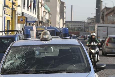 ufficio immigrazione venezia foto scontri tra polizia e immigrati a napoli
