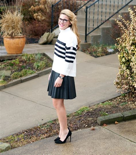 summer wind striped sweater leather pleated skirt