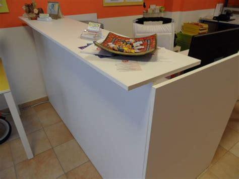 scrivania reception bancone accettazione reception con scrivania a ciglia