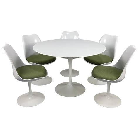 Tulip Table And Chairs by Eero Saarinen Tulip Table And Chairs By Knoll Newer